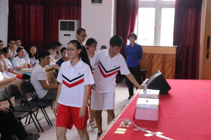 汕头市第一中学学生校服供应商资格采购项目(重招)(项目编号:CLPSP18ST00QY13A)采用国内公开招标方式,本项目第一次招标公告于2018年4月23日在中国采购与招标网(http://www.chinabidding.com.cn)、招标代理机构网站(www.chinapsp.cn)上发布,由于本项目获取招标文件的投标人不足六家。根据招标文件的相关规定,本项目第一次招标失败。本项目第二次招标公告于2018年5月29日在中国采购与招标网(http://www.